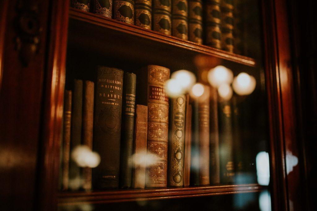 Boeken op boekenplank